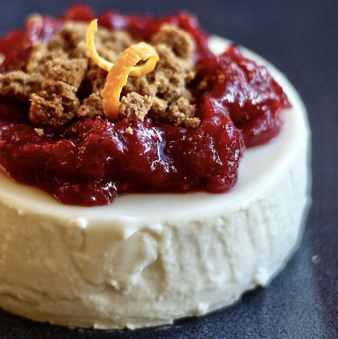 Buttermilk mascarpone panna cotta with brown butter cranberry compote and gingersnap crumble - Panna cotta mascarpone ...